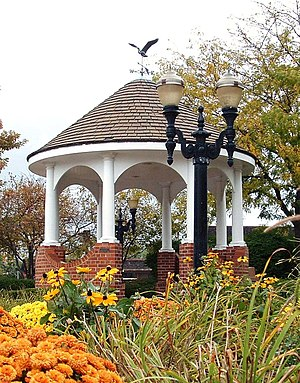 English: Photograph of gazebo in downtown Barr...