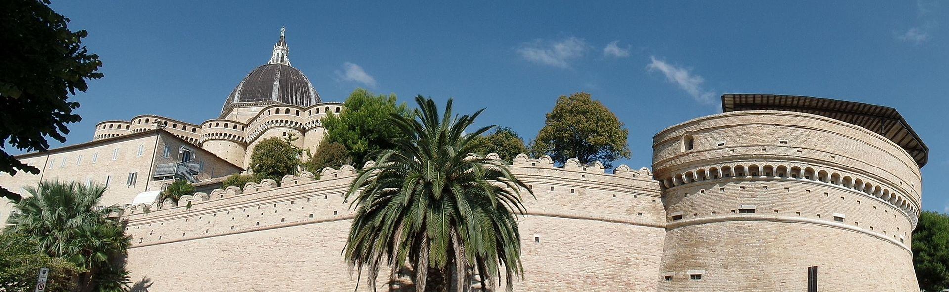 Basilica Loreto vista con Torrione.jpg