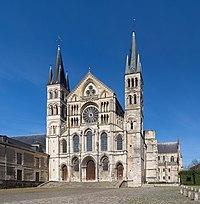 Basilique Saint-Remi de Reims Exterior 1, Reims, France - Diliff.jpg