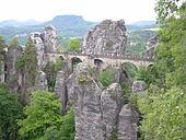 Bastei - Die Basteibrücke vom Ferdinandstein.jpg