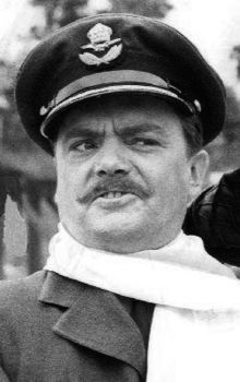 La herooj de Bernard Fox Werner Klemperer Hogan 1968 (altranĉite).JPG