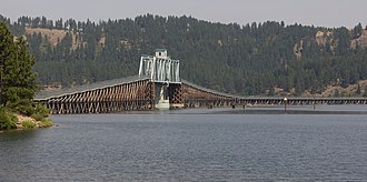 Trail of the Coeur d'Alenes - Image: Bike trail using former railway trestle and swing bridge over Lake Coeur d'Alene