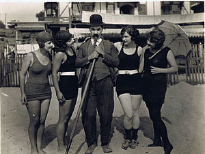 Mack Sennett - Actor Billy Bevan flanked by four bathing beauties, 1920s