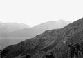 Blick von einer Artilleriestellung in die eindrucksvolle Bergwelt - CH-BAR - 3239748.tif