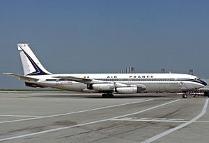 Air France Flight 117 - An Air France Boeing 707–320 similar to the crashed aircraft