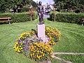 Bronsskulpturen Våren i Museiparken i Alingsås, skapad av skulpturprofessorn Eric Grate under första hälften av 1900-talet, fotograferad den 7 sept 2006.JPG