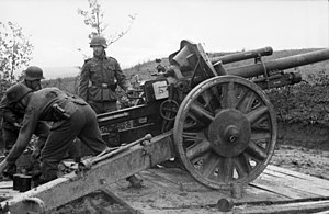 10.5 cm leFH 18 - 10.5 cm leFH 18 howitzer deployed on the Eastern Front
