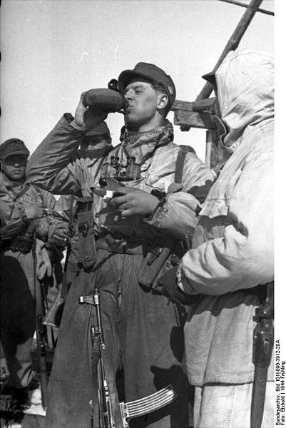 File:Bundesarchiv Bild 101I-090-3912-20A, Russland, Soldaten in Winterausrüstung bei Rast.jpg