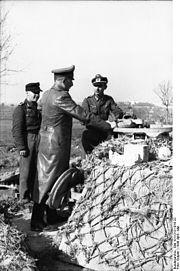 Bundesarchiv Bild 101I-313-1018-22, Italien, Heinrich von Vietinghoff bei Besichtigung