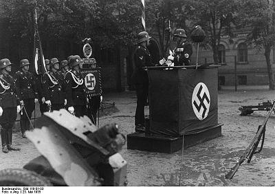 Bundesarchiv Bild 119-01-03, Berlin, Parade zum dritten Jahrestag LSSHA.jpg