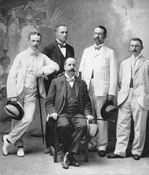 Gustav Krupp von Bohlen und Halbach - The young Gustav von Bohlen und Halbach ca. 1900 (left)