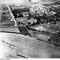 Bundesarchiv Bild 195-0828, Rheinbefliegung, Dormagen.jpg
