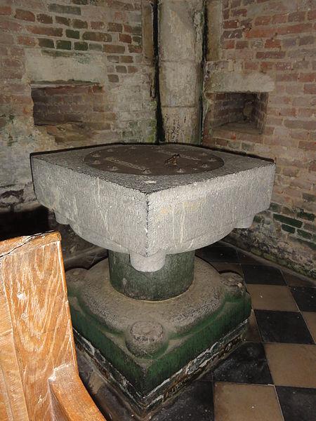 Burelles (Aisne) église fonts baptismaux