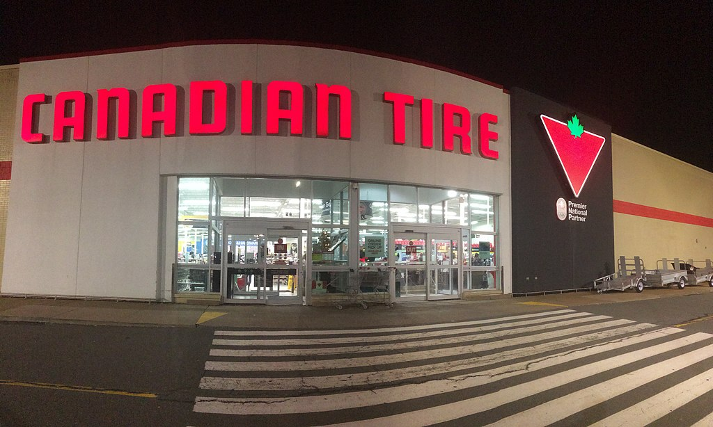 Canadian Tire by Paulo O from Halifax, Canada [CC BY 2.0 (https://creativecommons.org/licenses/by/2.0)]