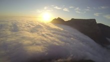 فائل:Cape Town under the clouds.webm
