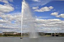 Un esempio dell'uso della pressione idrostatica - il Captain Cook Memorial Jet in Lake Burley Griffin, Canberra, Australia.