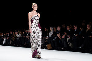 Martha Hunt - Image: Carolina Herrera AW14 03