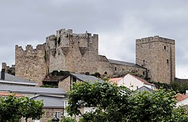 Castelo de Castro Caldelas.JPG