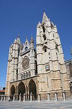 La Catedral de León, símbolo del esplendor de la arquitectura gótica francesa española.