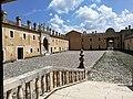 Certosa di Padula - Il cortile dalla scala di accesso.jpg