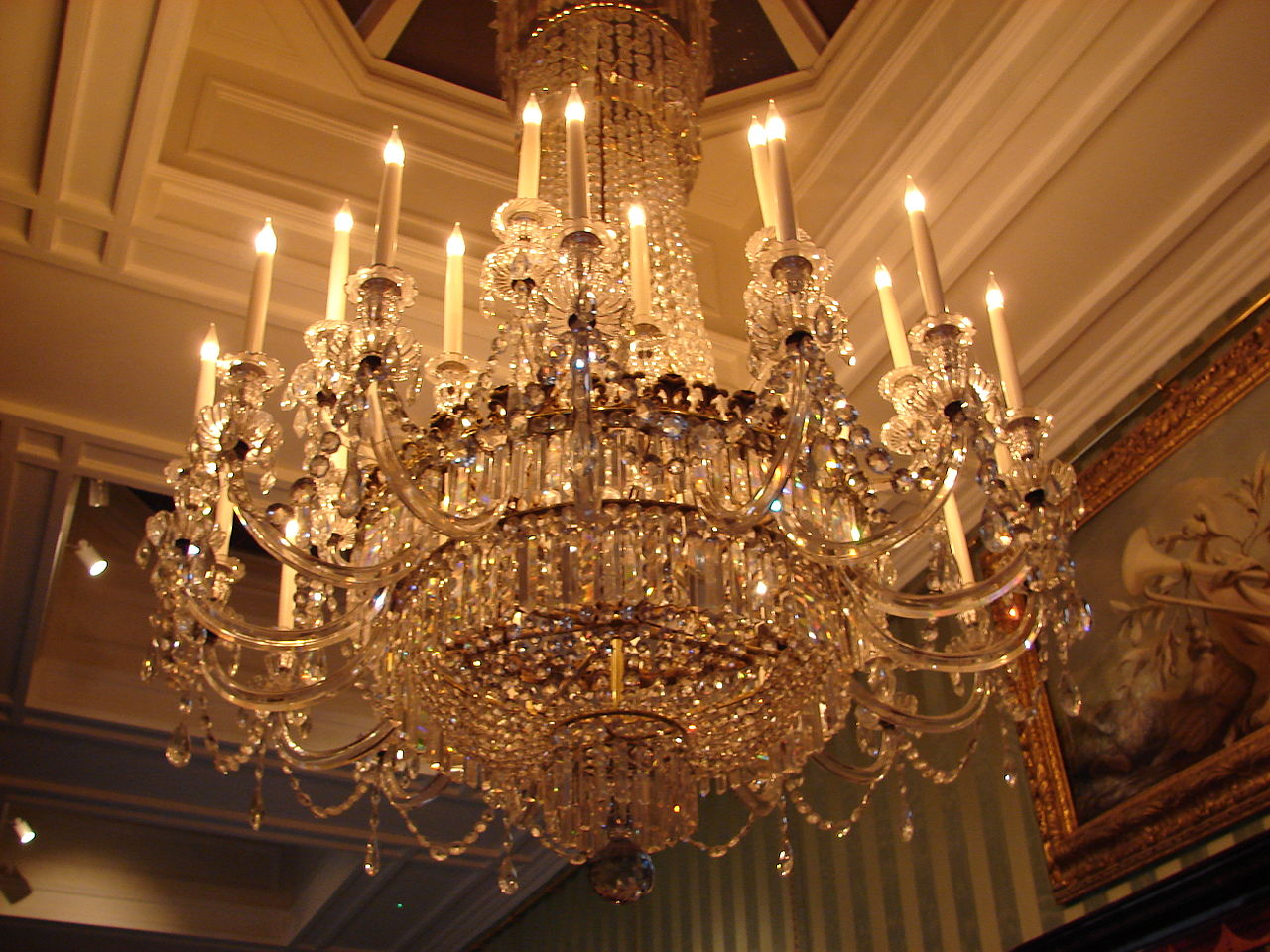 File Chandelier At Chatsworth House Jpg Wikimedia Commons