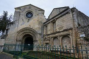 Pons, Charente-Maritime - Image: Chapelle st Gilles portail renaissance 02756