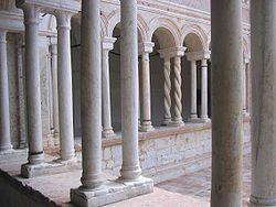 Chiostro abbazia sassovivo