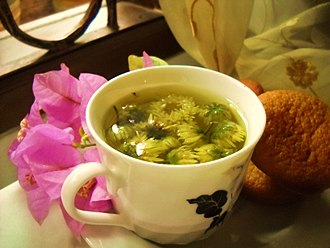 Dim sum - Chrysanthemum tea with the leaf