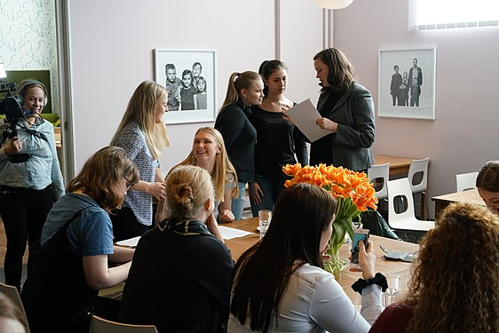 Coffee table talk with students – project Att skriva kulturhistoria på Wikipedia som gymnasiearbetete, run in 2016–2017.jpg