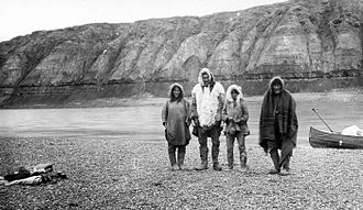 Colville River (Alaska) - Inupiat family on Colville River, 1901.
