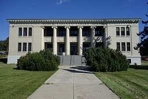 Cook County Courthouse in Grand Marais, Minnesota.jpg