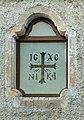 Cosenza, Chiesa di San Salvatore. Finestra laterale con vetrata con iscrizione della croce greca e del Cristrogramma IC XC NIKA.jpg