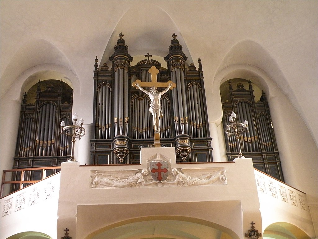 File:Courbevoie - Église Saint-Maurice de Bécon - orgue.JPG
