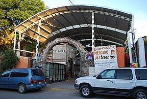 Handcrafts and folk art in Guanajuato - Entrance to handcrafts market in San Miguel de Allende