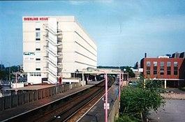 Crawleyrailwaystation.jpg