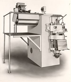 Food extrusion - A non-vacuum short goods pasta extruder from 1958