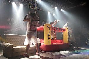 Deichkind live 2006 (Quelle: de.wikipedia.org)