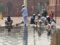 Delhi Freitagsmoschee - Waschung 2.jpg