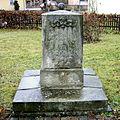 Denkmal vor der Kirche Schmiedeberg.jpg