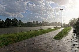 Deszcz nad Wisłą w Krakowie, 20200826 1743 1325.jpg