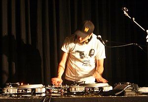 Deutsch: DJ Lucid