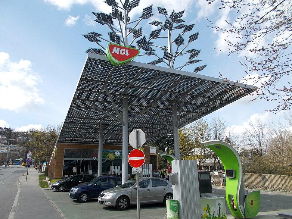 Eco MOL (solar powered) petrol station. - Budapest, XII. distr. Istenhegyi St., 55