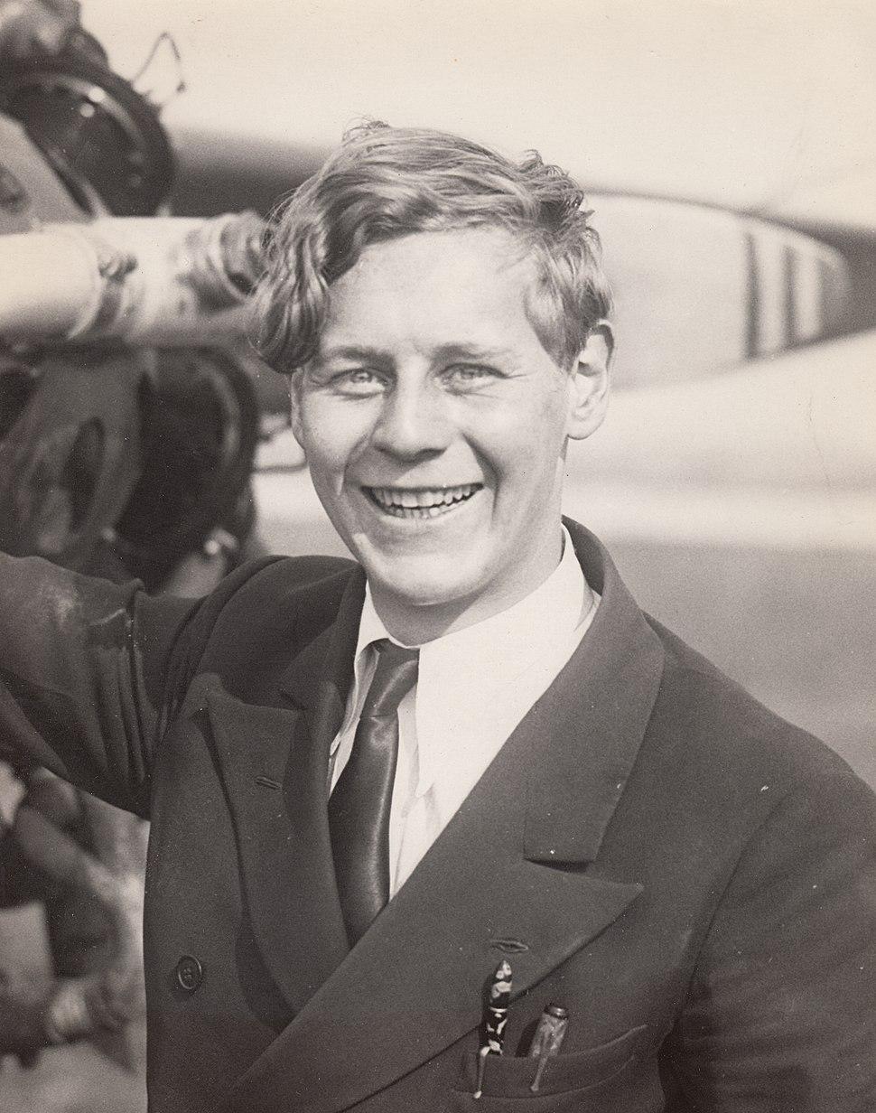 Eddie August Schneider on September 10, 1930 in Detroit with two pens in pocket 600 dpi 100 quality (crop)