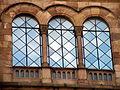 Edificio de la Universidad . Cristaleras de la fachada. Barcelona.JPG