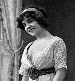 Edmée Favart singer