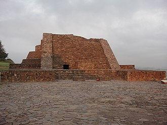 Calixtlahuaca - Ehécatl Temple, east stairway, first sun rays