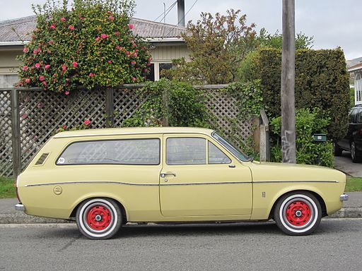 Ford Escort MkI Estate with red wheels