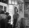 Esztergom, az első Leánycserkész Világtalálkozó résztvevői a Szent István strandfürdő pénztáránál. Fortepan 55865.jpg