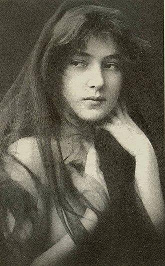 Evelyn Nesbit - Nesbit in 1901 (approximately at age 16)