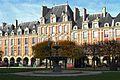F0722 Paris IV place Vosges pavillon Reine rwk.jpg